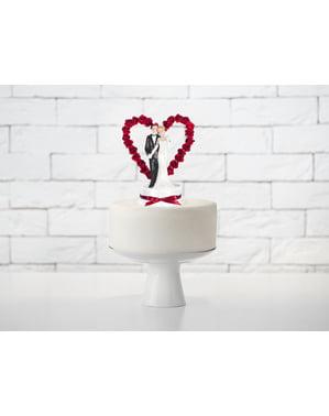 दिल और मरून धनुष के साथ वेडिंग केक का आंकड़ा