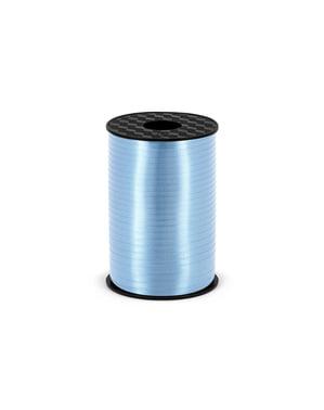 Mat himmelblåt bånd af plastik, der måler 5 mm