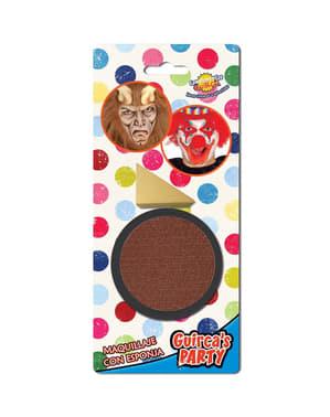 Maquillaje color marrón con esponja