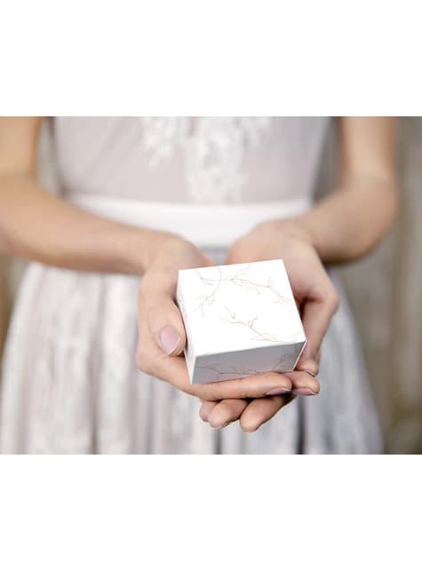 10 białe pudełka na upominki w złote gałązki