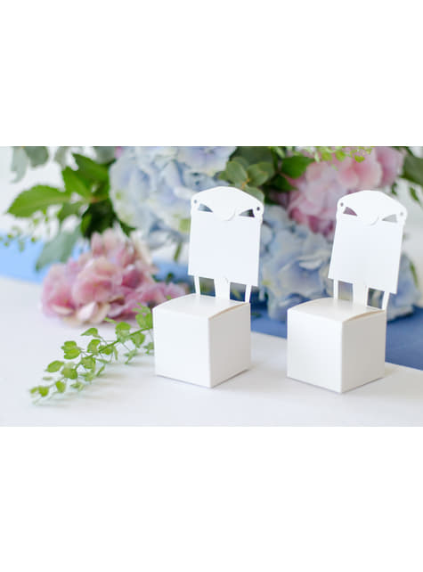 10 gift boxes in white in the shape of a chair