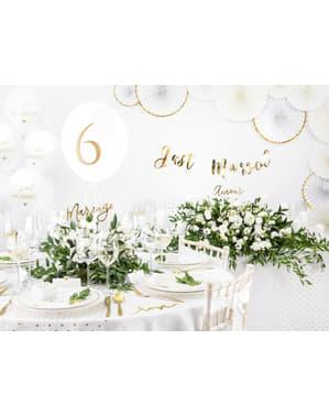 10 hvide papir bordkort med guldhjerter