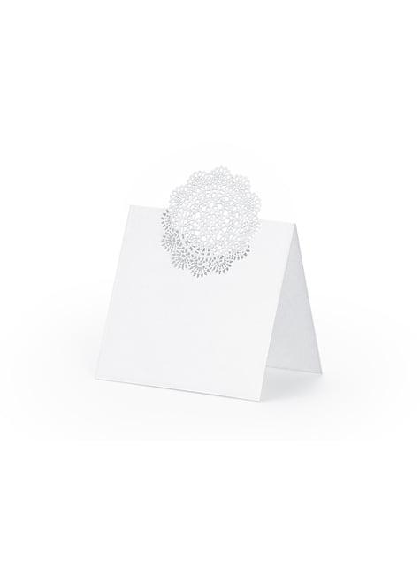 10 kusů bílých jmenovek s vyseknutou dekorací