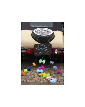 Liitutaulupaketti vastavihittyjen autoon pom-pomien kanssa