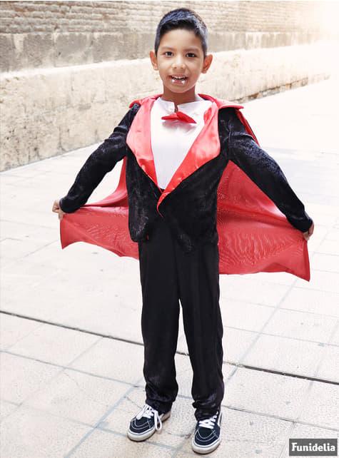 Τα αγόρια μετρούν το κοστούμι Dracula