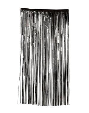 Skummel svart gardin