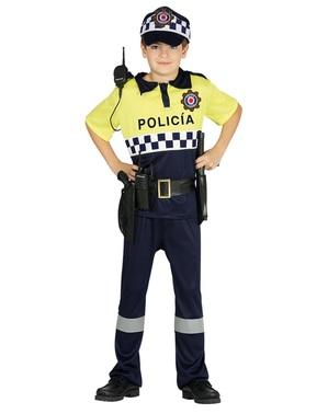 Fato de polícia local para menino