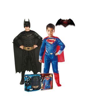 Kiste med Batman- og Supermankostume til drenge