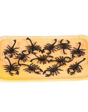 Tüte mit 12 dekorativen Skorpionen