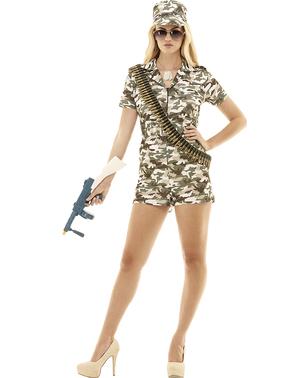 士兵服装的妇女加上大小