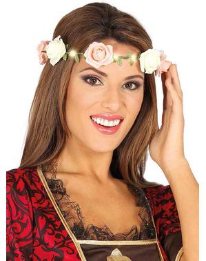 Koruna s růžovými květinami a světýlky