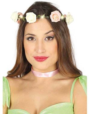 Krone med lyserøde blomster og lys