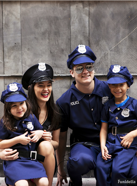 Fato de polícia para menina
