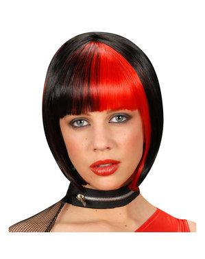 Peruk svart med röda slingorför henne