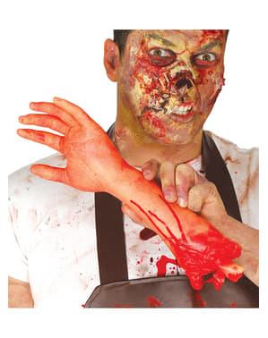 Mão com sangue repugnante