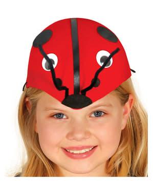 少女のてんとう虫の帽子