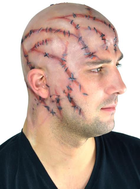 Calva con cicatrices suturadas de látex