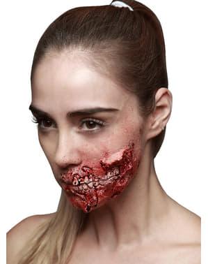 Скъсана челюстна латексна протеза