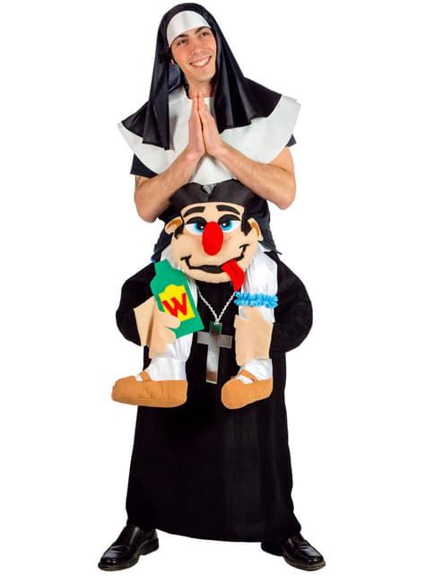 Fato de freira com padre perverso às costas para adulto