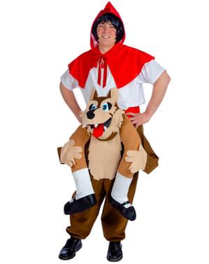 Disfraz a hombros de Caperucita roja sobre lobo feroz