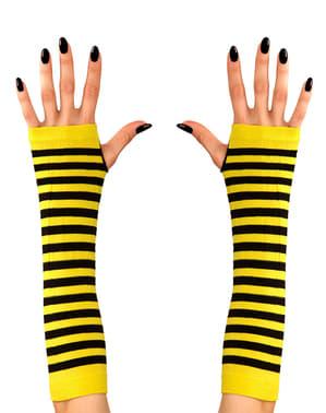 Пчелни ръкавици на жената