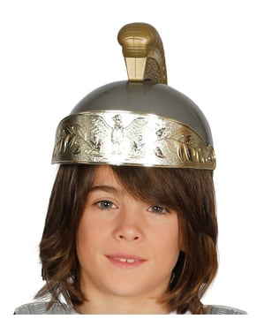 Римската каска на момчето