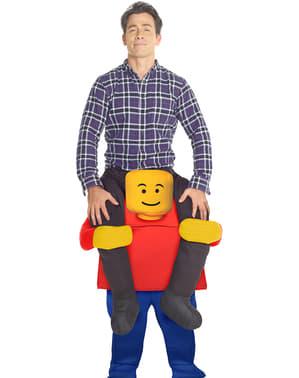 Fato às costas de jogando a construir com os legos