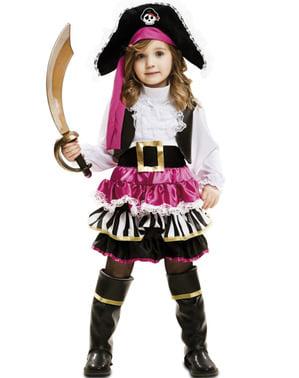 תלבושות הפירטים הקטנות של הילדה