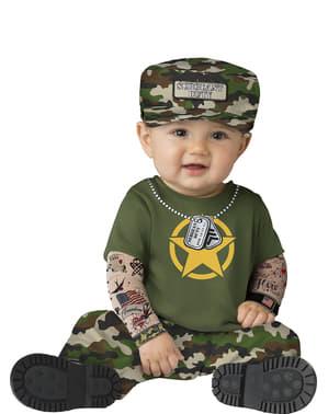 Военният костюм на бебето