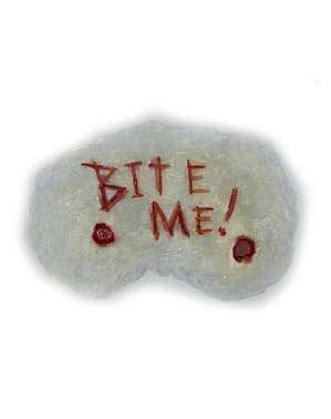 Proteza wycięty na skórze napis Bite Me