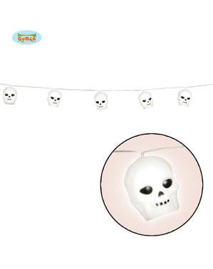 Ghirlandă cu cranii și lumină