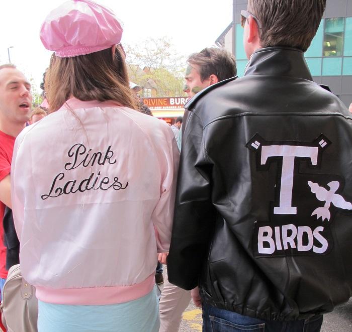 Cómo disfrazarse de Grease. Pink Ladies y T-Birds bc31bc57675d2